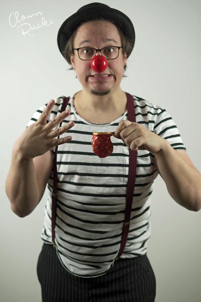 Clown Klinikclown Rucki zaubert 03